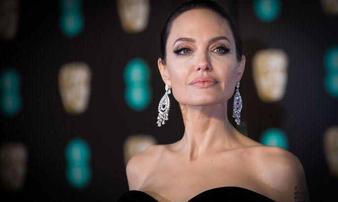 Полуобнаженная Анджелина Джоли снялась вчувственном видео