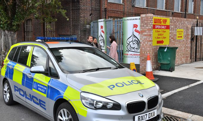 Встолице Англии  авто въехало втолпу около  мечети
