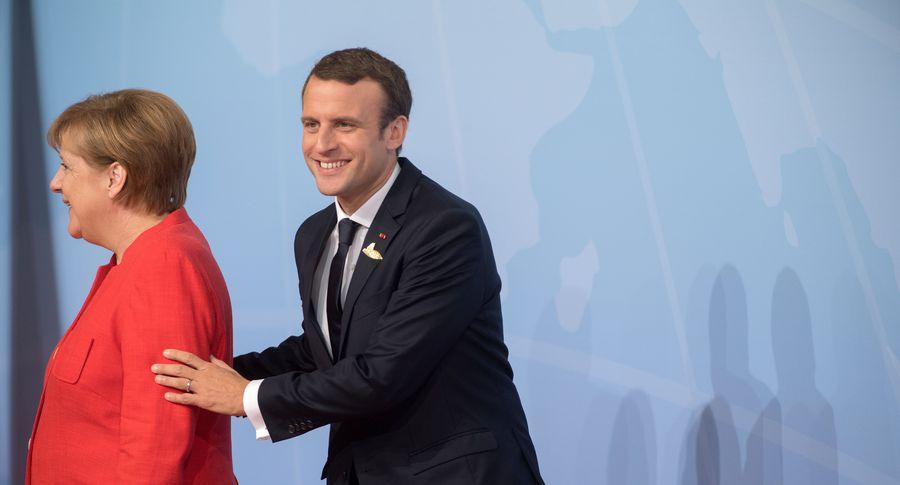 Партия Меркель поддержала соглашения сСДПГ оформировании кабмина ФРГ