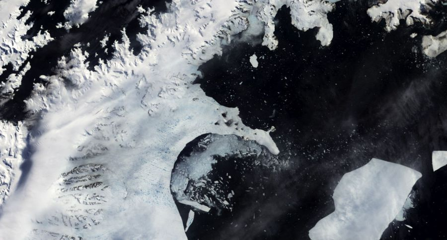 Айсберг весом 1 трлн тонн откололся отледника вАнтарктиде
