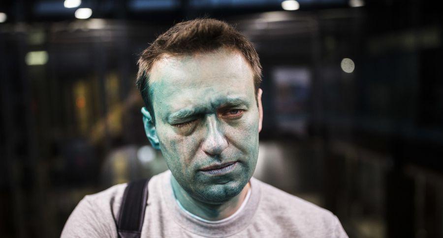 Песков оботъезде Навального: Кремль загранпаспорта невыдает