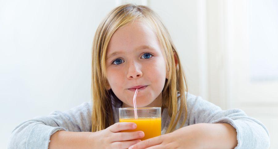 Детям менее года нельзя давать фруктовый сок