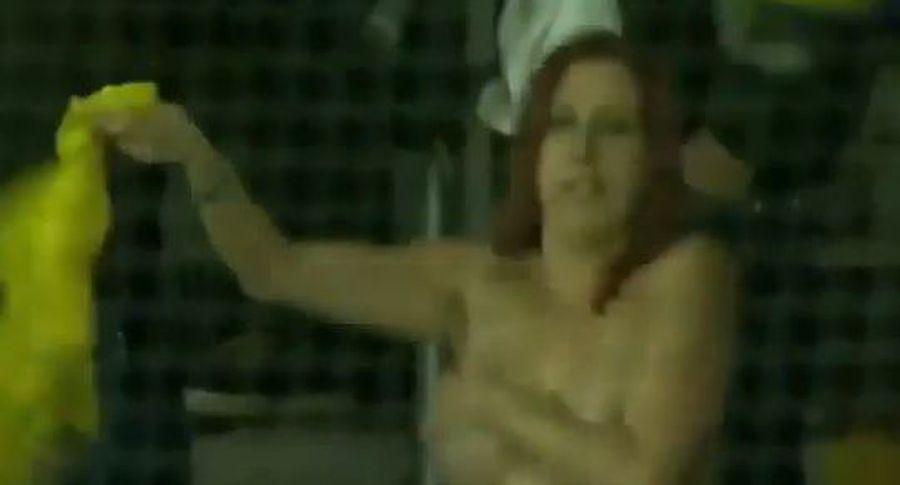 таня расмусен показала грудь