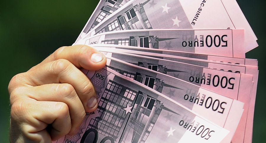 Вовтором квартале средняя заработная плата вЭстонии увеличилась до1242евро
