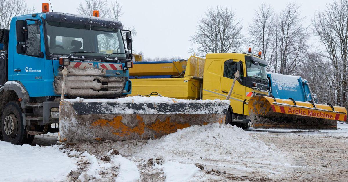 Pühapäevane lumekoristus mõjutab Viljandi tänavatel parkimist