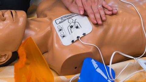 AED elustamisaparaadiga võid päästa kaaskondlase elu.