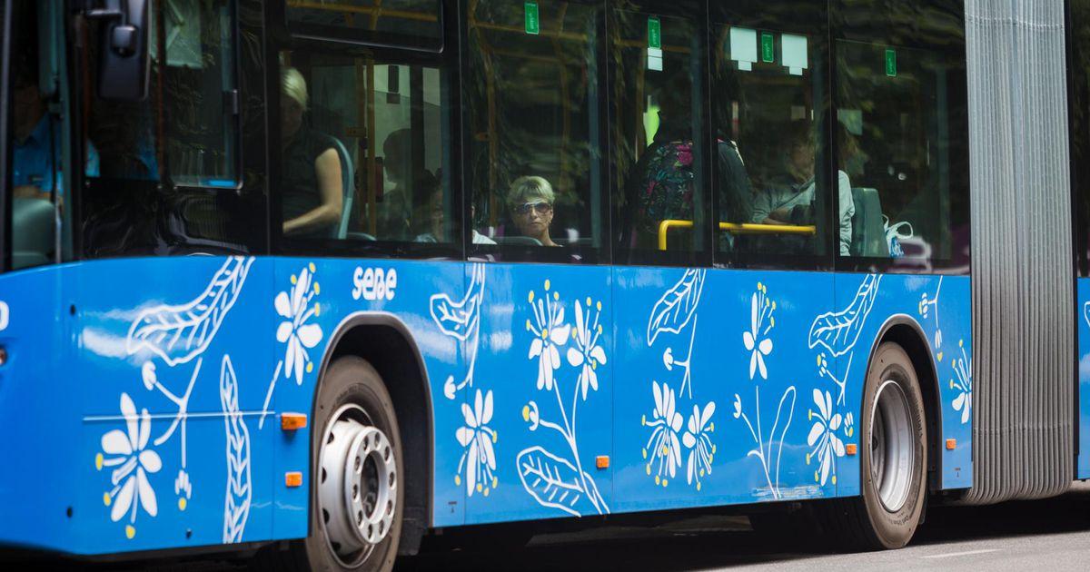Bussis kukkunud eakas reisija sai viga