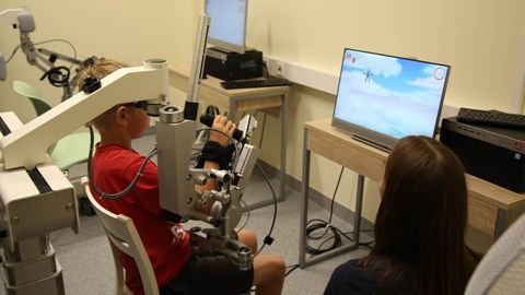 ArmeoSpring käerobot on kaasaegne aparaat, mis on spetsiaalselt loodud ja kohandatud vastavalt lapse vajadustele, et ülajäsemete taastusravi oleks tõhus, kuid samas lapse jaoks põnev.