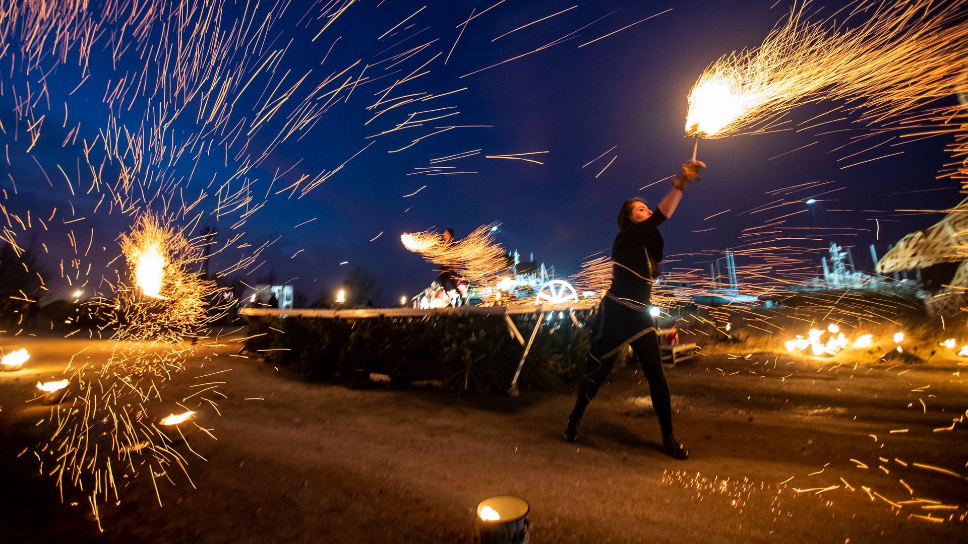 Metallroti aasta tuleku puhul süüdati suur 3D tuleskulptuur