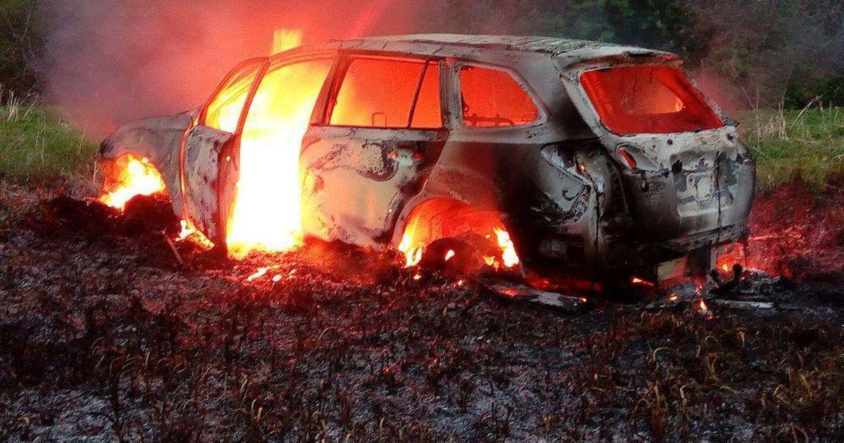 Remonditöökoja hoovil seisnud auto põles maha