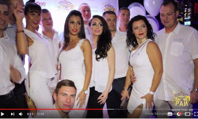 Порно смотрим вечеринки видео туалете новые