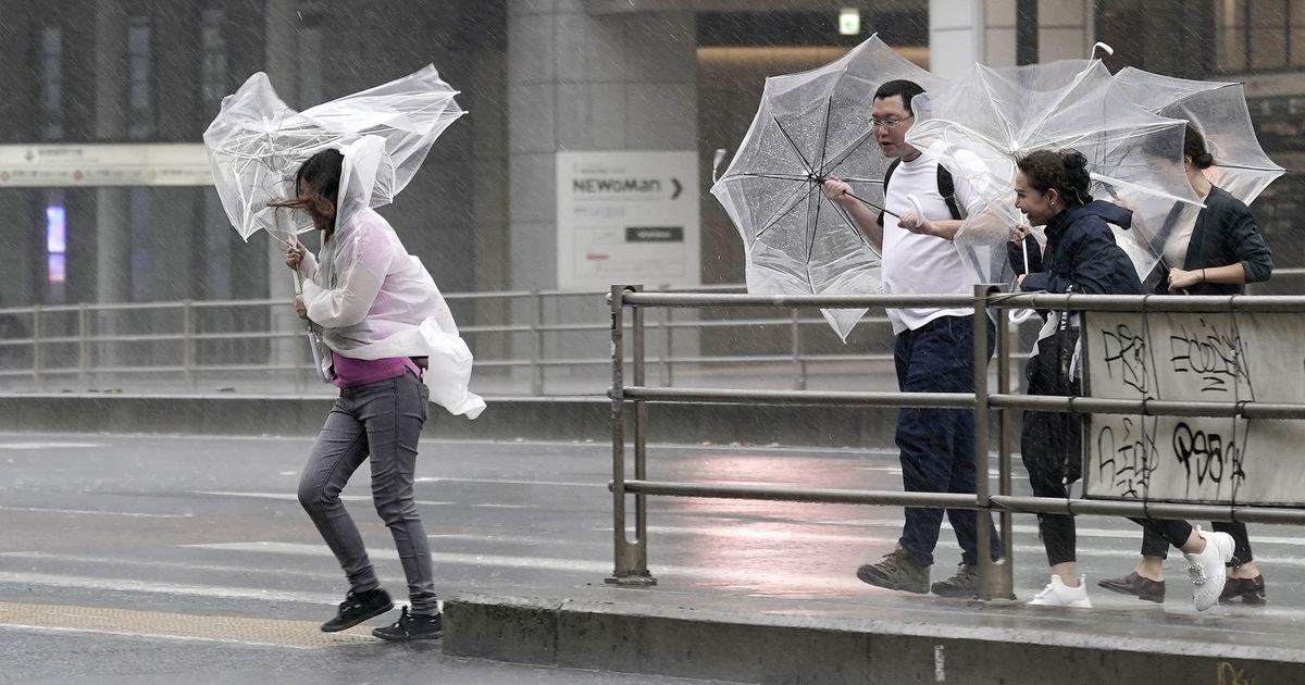 Taifuun Hagibise meelevalda jäänud kodutuid ei lubatud varjupaikadese