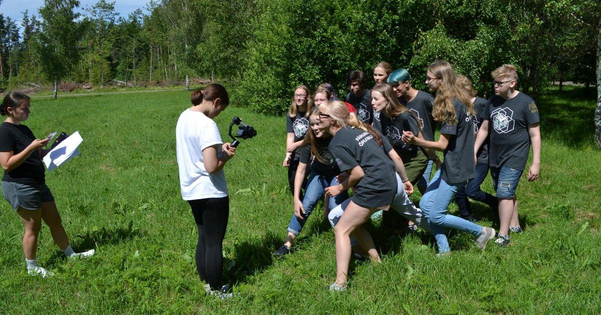 Õpilasmalevlased äratavad kõlakojas ellu vanad popid malevalaulud