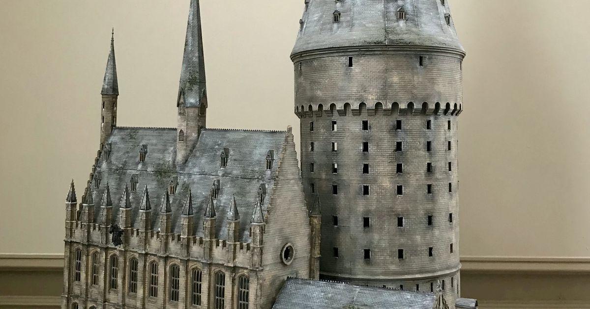 Galerii: nelja lapse isa ehitas oma kätega valmis uskumatult täpse Harry Potteri maailma miniatuuri
