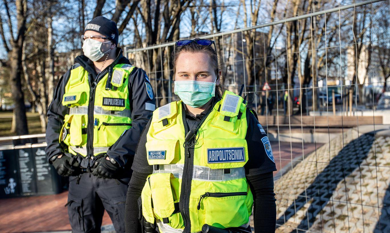 ВИДЕО ⟩ Как полицейские в разных странах поднимают настроение согражданам во время карантина