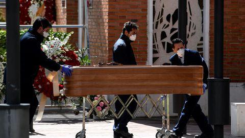 KOHALIK VAADE. Hispaania kihutas nukras viirusestatistikas Hiinast mööda