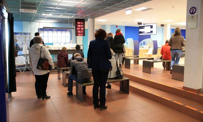 3a96db4b99c Tartu politseimajas tuli eile pärastlõunal passiametniku jutule saamiseks  oodata mõnikümmend minutit.