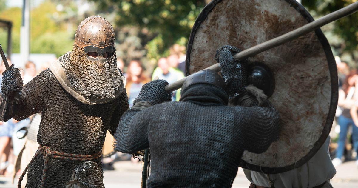 Terasest mõõkade ja rõngassärkidega mehed võitlevad päriselt ja täie jõuga