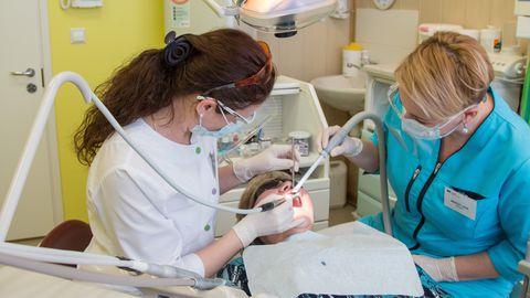 Hambaravi hüvitis kergendab haigekassa rahakotti, kuid säästab veidi inimeste raha.