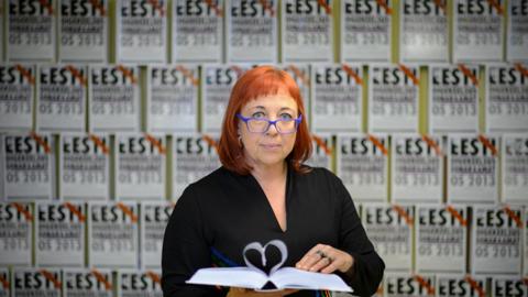 Merle Sulg on 29 aasta jooksul eesti keelt õpetanud Parksepa Keskkoolis, Võru Kreutzwaldi Koolis ja Võru Gümnaasiumis.