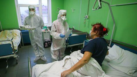 Kui tuhkrupõhised andmed kehtivad ka inimeste puhul, võivad uudset viirusvastast ravimit saavad Covid-19 patsiendid 24 tunni jooksul pärast ravi algust muutuda mittenakkuslikuks. Pildil Pokrovskaja haigla Covid-19 palat.