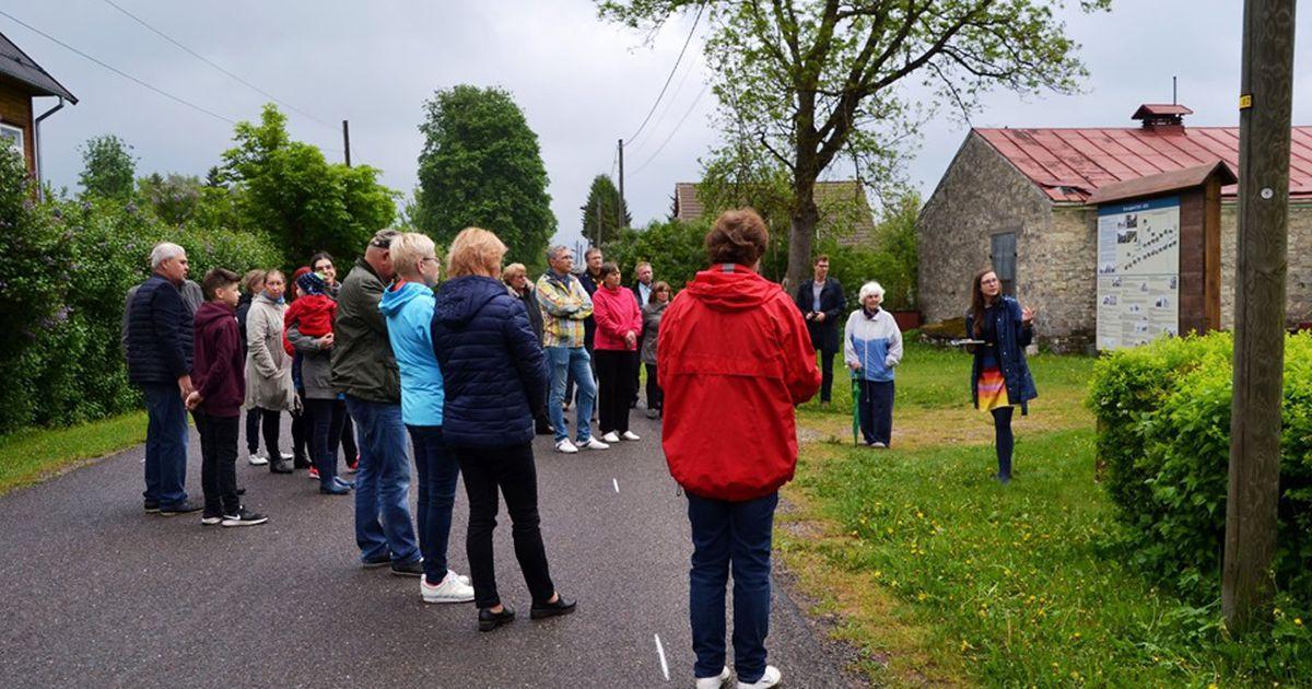 Esnas avati küla ajalugu tutvustav infotahvel