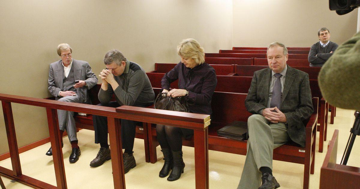 Pildid:  algas kohus Tartu endiste haridusametnike üle