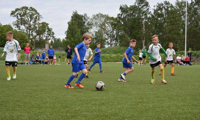 dd7e702fdfc FC Ülenurme (valgetes särkides) ja JK Tammeka U10 võistkond mullu suvel  Eesti meistrivõistlustel madistamas. Mine tea, vahest tõmbab ka mõni pildil  olev ...