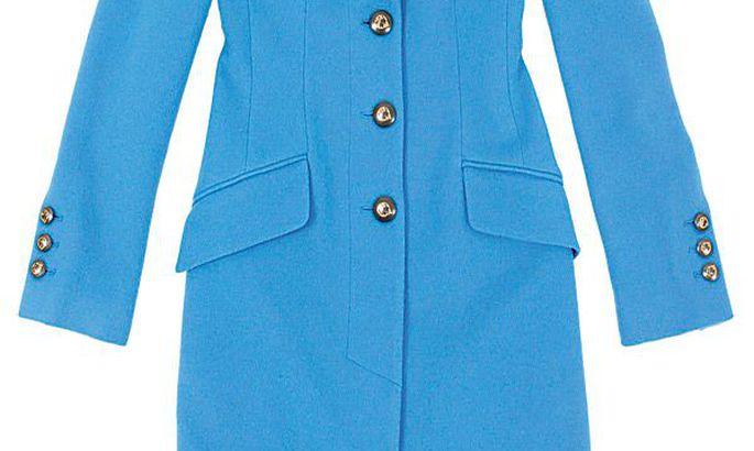 ee770947548 Selge värv, puhas vorm, efektsed nööbid ja šanellstiilis kott: sinine mantel  689 eurot, Versace Collection, Stockmann; seemisnahast kingad 38,50 eurot,  ...