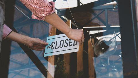 Koroonaviiruse levikule kaasa aitamise hirmus on restoranide ja baaride omanikud sunnitud USA iseseisvuspäeva eel oma uksed taas sulgema