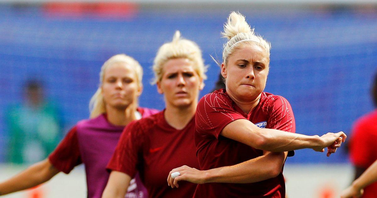Inglismaa naiste jalgpalli MMi laagrit tabas salapärane viirus