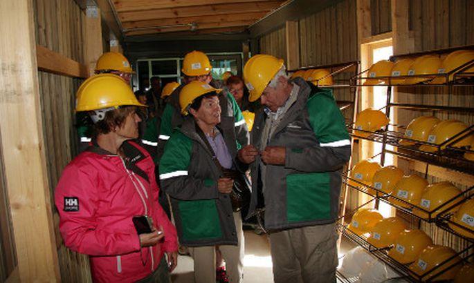 41c07aa0857 Kohtla kaevandusmuuseumi on sel kevadsuvel külastanud paarsada soomlast.  Pildil olev grupp saabus siia reisibüroo Baltic Travel kaudu.
