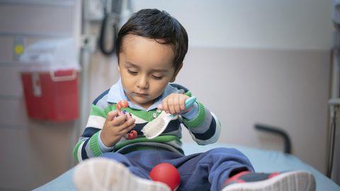 Kaheaastane Gael Jesus Pino Alva oli üks kaheksast «mullilapse» sündroomiga lastest, kelle haigus oli võimalik geeniteraapiaga välja ravida.