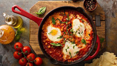 Lihtne panniroog shakshuka sobib ideaalselt pohmellistesse hommikutesse, aga ka õhtu- või lõunasöögiks.