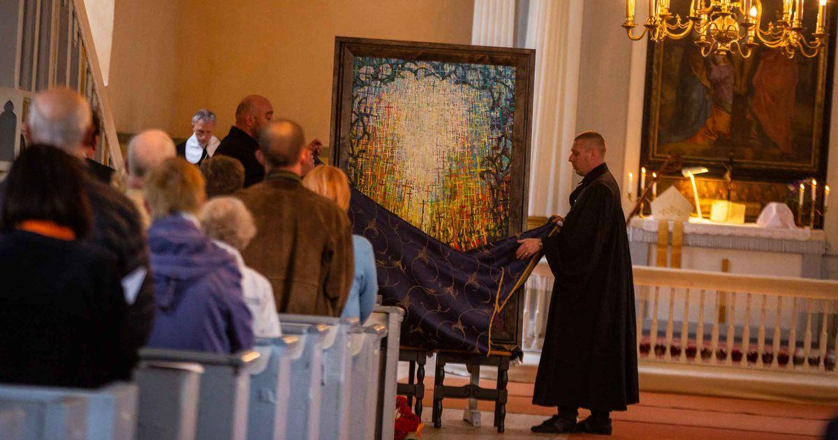 Galerii: Peapiiskop õnnistas Sangastes sisse uue altarimaali