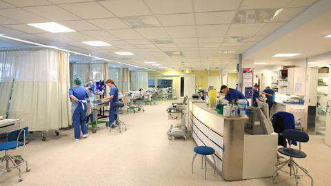 Esimene koroonahaige vajas intensiivravi 15. märtsil. Osakond sai nakkusest puhtaks 22. mail. Praegu on siin tavaline intensiivraviosakond, kus täisvarustuses isikukaitsevahendeid keegi enam ei kanna.