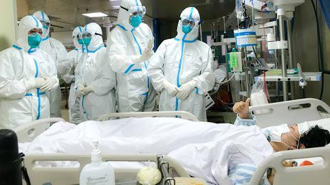 Medtöötajad uurimas Hiinas Wuhanis Hankou haiglas koroonaviiruse kahtlusega patsienti