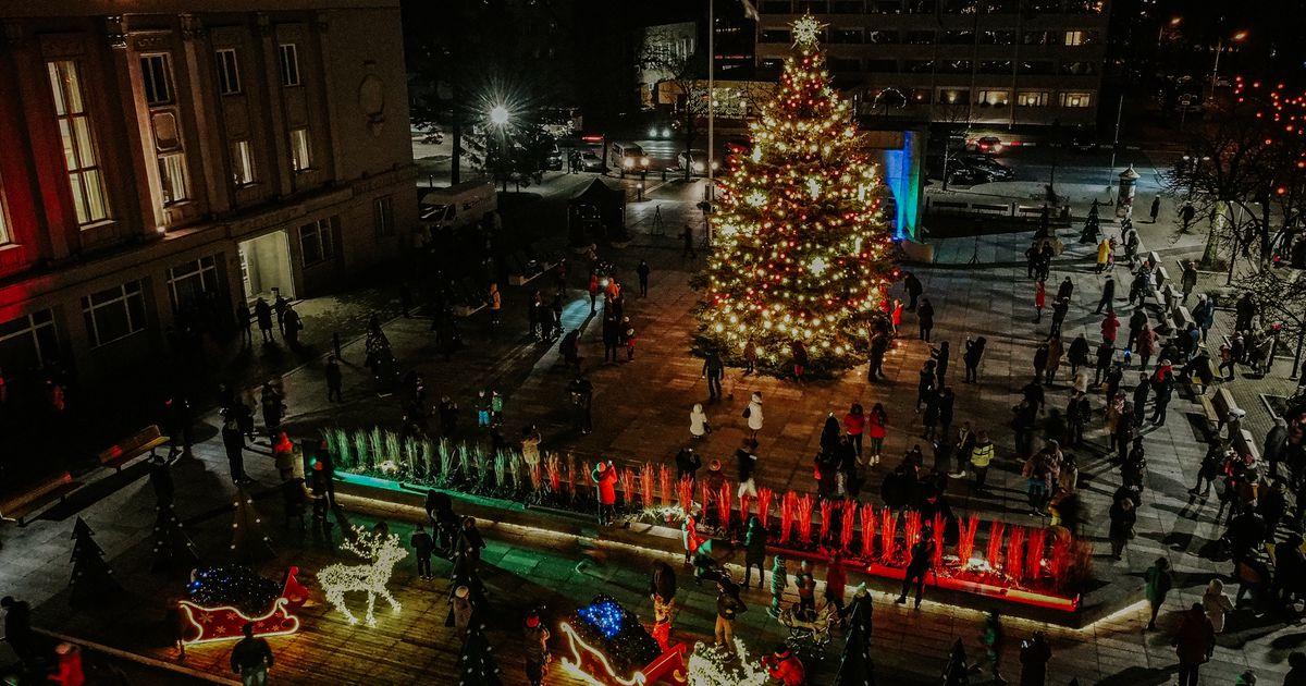 GALERII  Pärnu südalinna valgustavad sajad jõulutuled