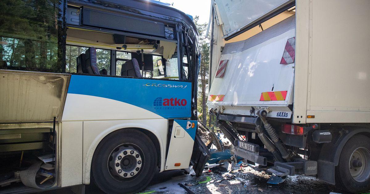 Õnnetusse sattunud bussijuht põhjendab avariid pimestava päikesega