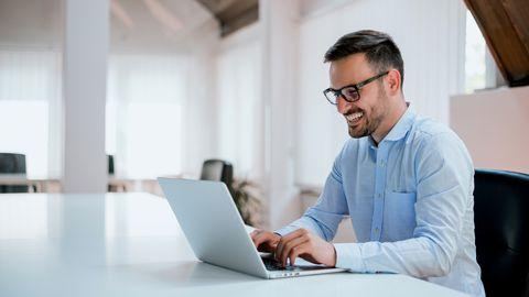 Teadlased kinnitavad: istuv töö on enamasti vaimselt aktiivsem kui füüsiline