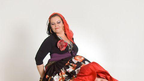 Jane aastal 2010, kui ta tegutsed Idamaiste tantsude õpetajana.