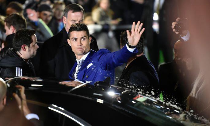 c3288e0b5c3 Pildid ja video: Cristiano Ronaldo ostis maailma kõige kallima auto ...
