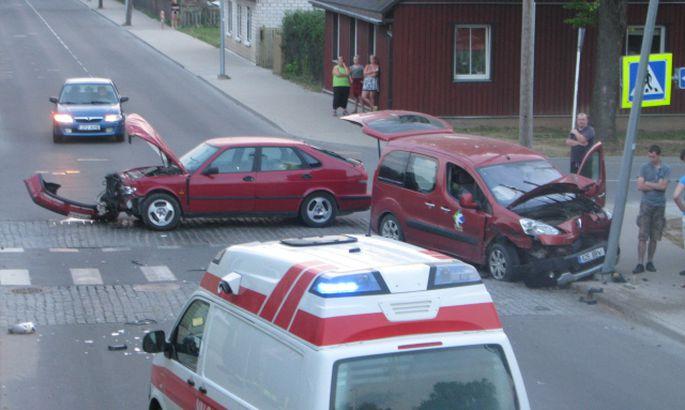b1447833756 Sõidukid põrkasid Valgas kokku - Valga - Lõuna-Eesti Postimees